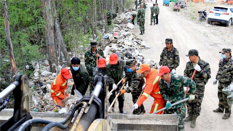 义务劳动做表率|莫尔道嘎林业局文明办开展义务清理垃圾活动