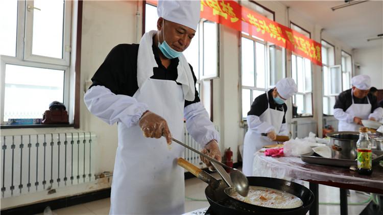 """大杨树林业局举办""""中国梦、劳动美""""职工厨艺技能比赛"""
