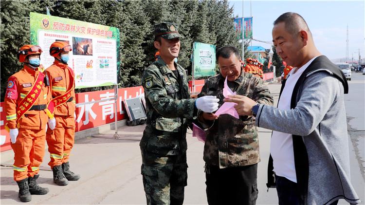 库都尔林业局防火办开展秋季森林防灭火宣传活动