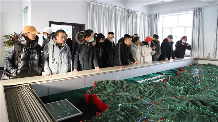 内蒙古大兴安岭乌兰牧骑到根河林业局有限公司采风