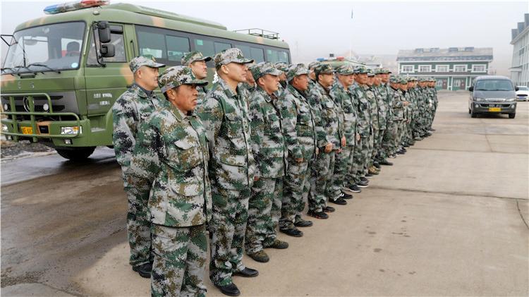 得耳布尔林业局有限公司40名防扑火队员赴大杨树林区靠前驻防