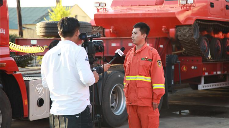 多家媒体组成的采访团深入根河林区采访