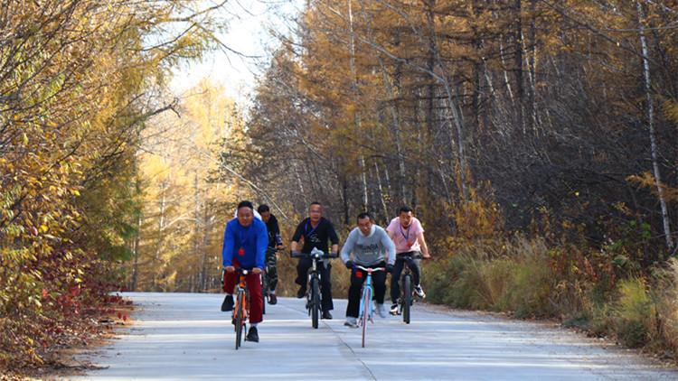 阿龙山森工公司工会举办职工自行车骑行比赛
