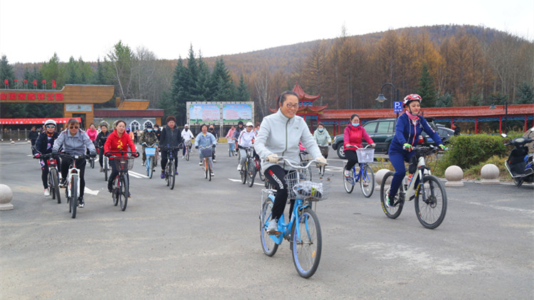 """克一河森工公司举办庆""""十一""""职工自行车骑行大赛"""