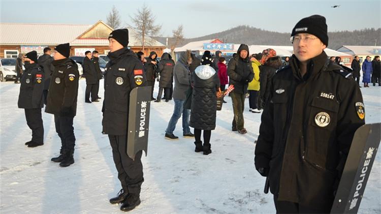 阿尔山森林公安局圆满完成景区两项冬季赛事安保任.JPG