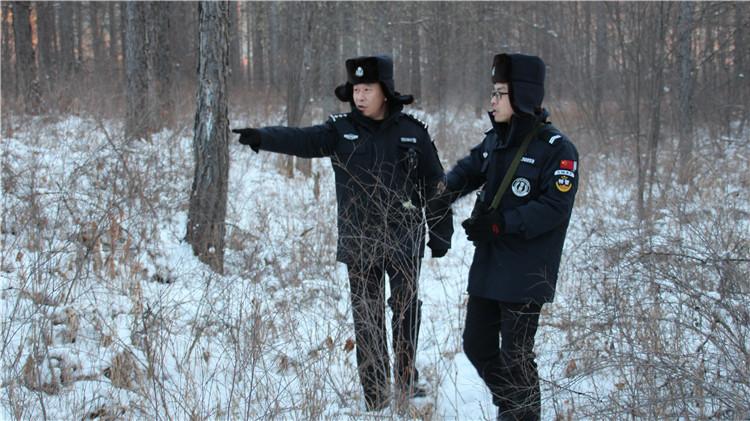 根河森林公安局与根河林业局联合开展冬季巡查行动.jpg