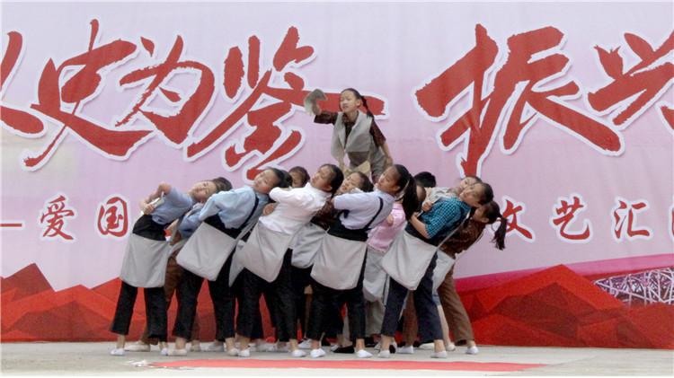 呼伦贝尔森源实业有限责任公司开展爱国主义教育公义文艺汇演(1).JPG
