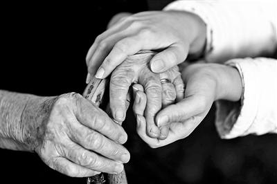 假靳东骗局背后:老年群体需要精神关爱