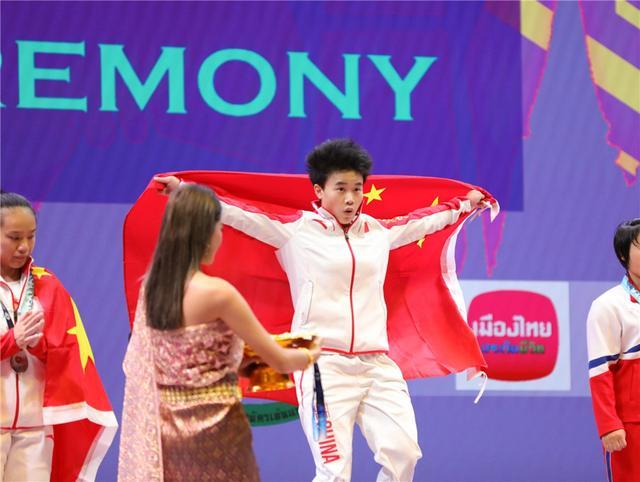 举重世锦赛中国队开局破纪录霸气夺两金