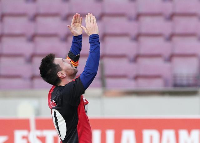 西甲综合:巴萨大胜奥萨苏纳 梅西进球致敬马拉多纳